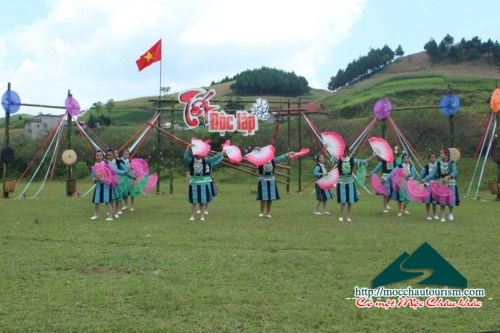 Come to Moc Chau go to the love market, welcome Independence Tet.